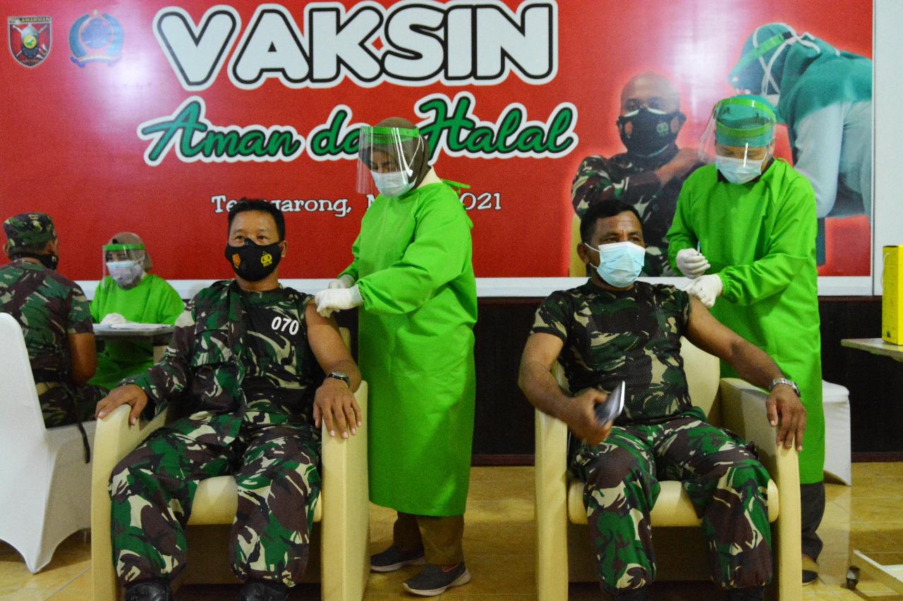 Danrem 091 Tinjau Pelaksanaan Vaksinasi covid- 19 di Kodim Tenggarong