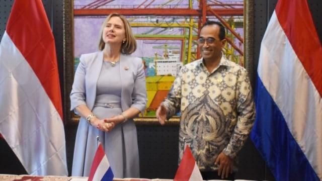 Menteri Belanda yang Bertemu Menhub Budi Karya Kerja di Rumah 2 Minggu