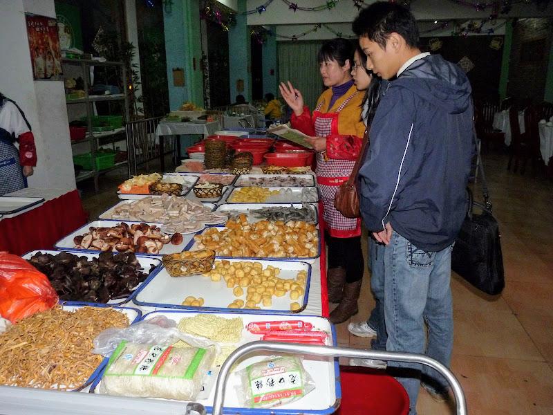bon restau à Wuhishan