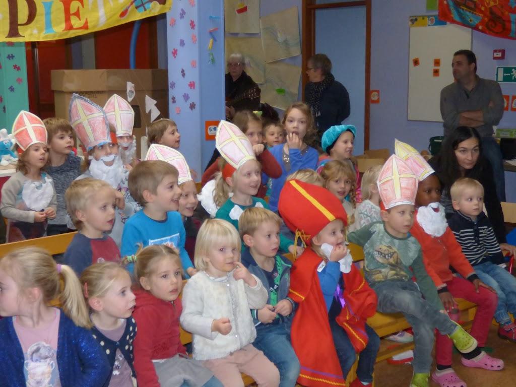 Sinterklaas op bezoek - P1060479.JPG