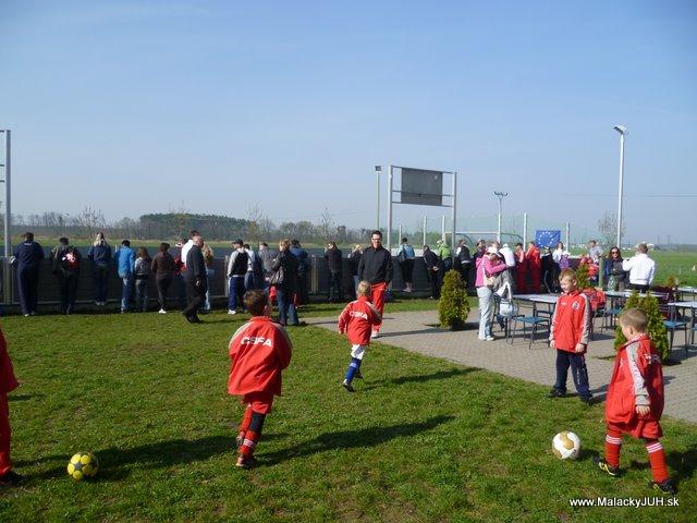 Veľkonočný medzinárodný ZLATÝ futbalový turnaj ČSFA (17.4.2011) - P1020033.JPG
