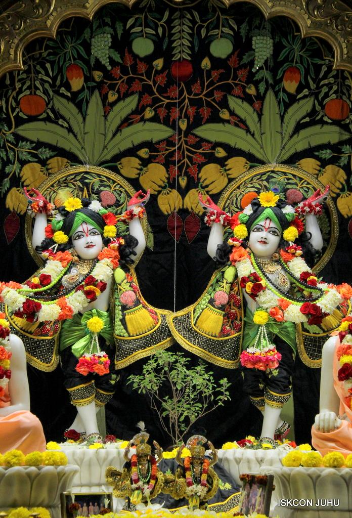 ISKCON Juhu Sringar Deity Darshan on 19th Nov 2016 (39)