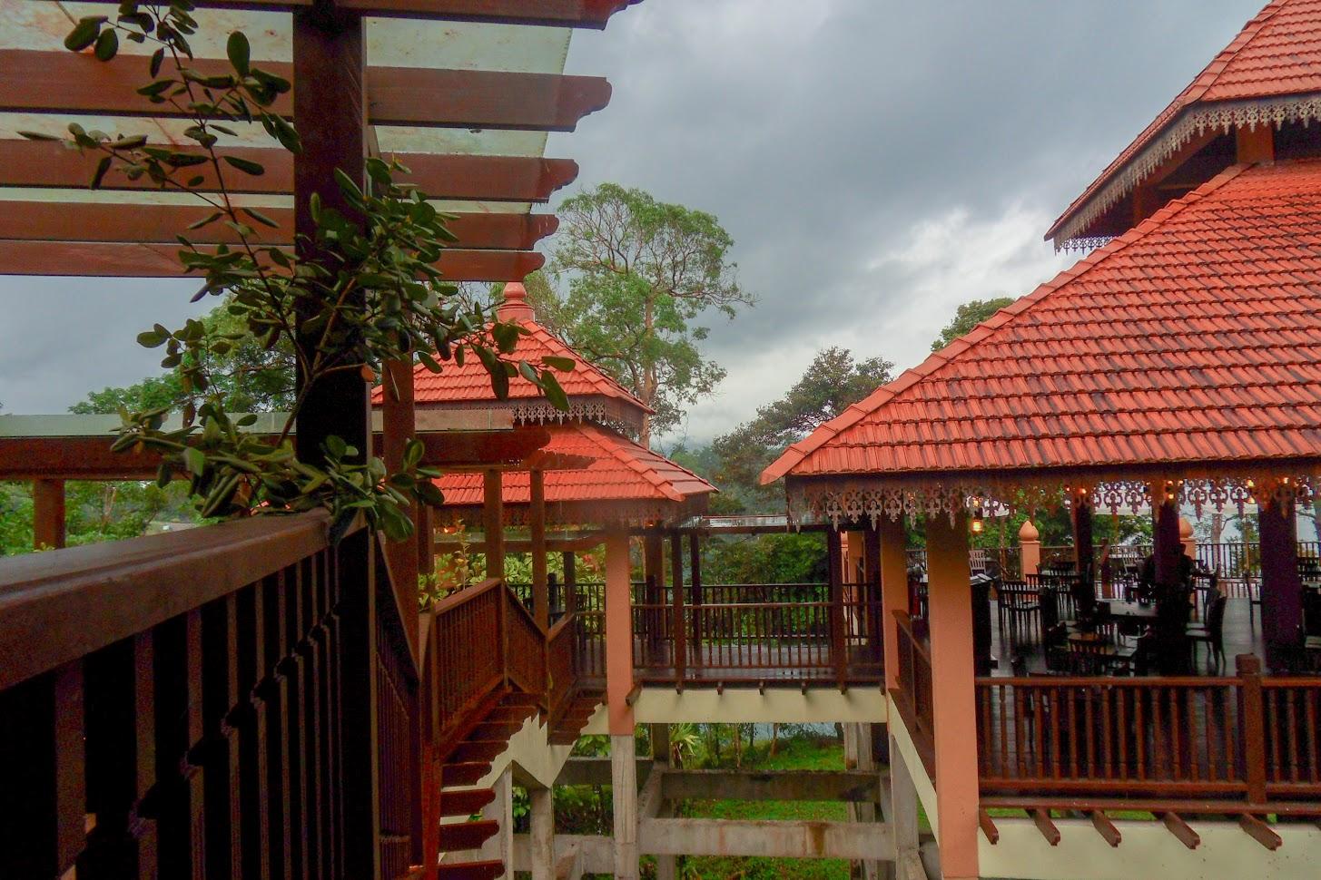 Туристической центр, веранда с ресторанчиком