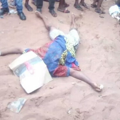 A reckless bus driver killed a woman hawking food and run away in edo