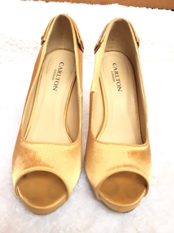 Carlton London Golden peep toe