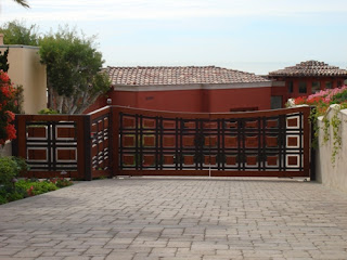 Custom Double Swing Wood Automatic Gate with Ped. Gate