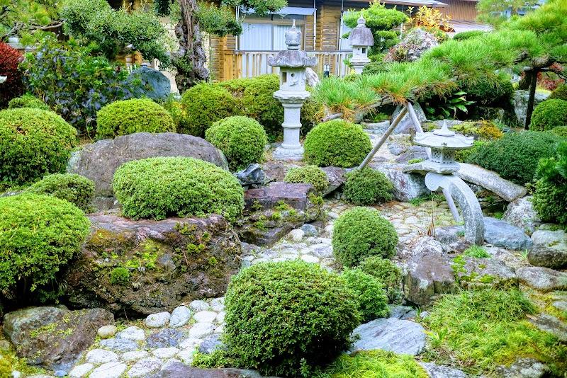 庭園が立派すぎる。外国人観光客もこれ見たくて選んでいるとか