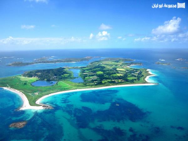 اغرب 10 : جزر في العالم Tree-Shaped-Island-600x450