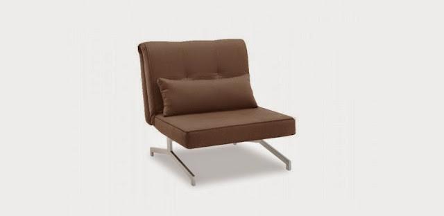 seul au monde dans son canap. Black Bedroom Furniture Sets. Home Design Ideas