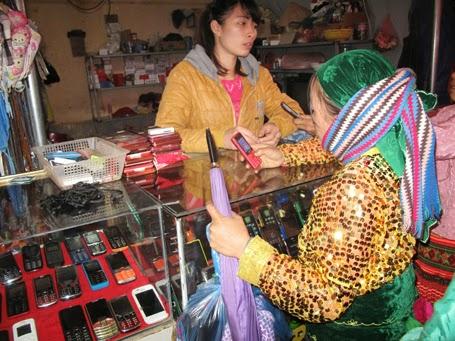 Điện thoại <a target='_blank' href='http://didong.blogsodu.com'>di động</a> không còn là món đồ xa lạ với bà con vùng cao.