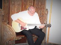 06 Egy kis zene a megnyitón.JPG