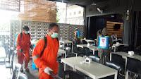 Cegah Penyebaran Covid, Brimob Polda Aceh Bersama Tim Gabungan Semprot Disinfektan