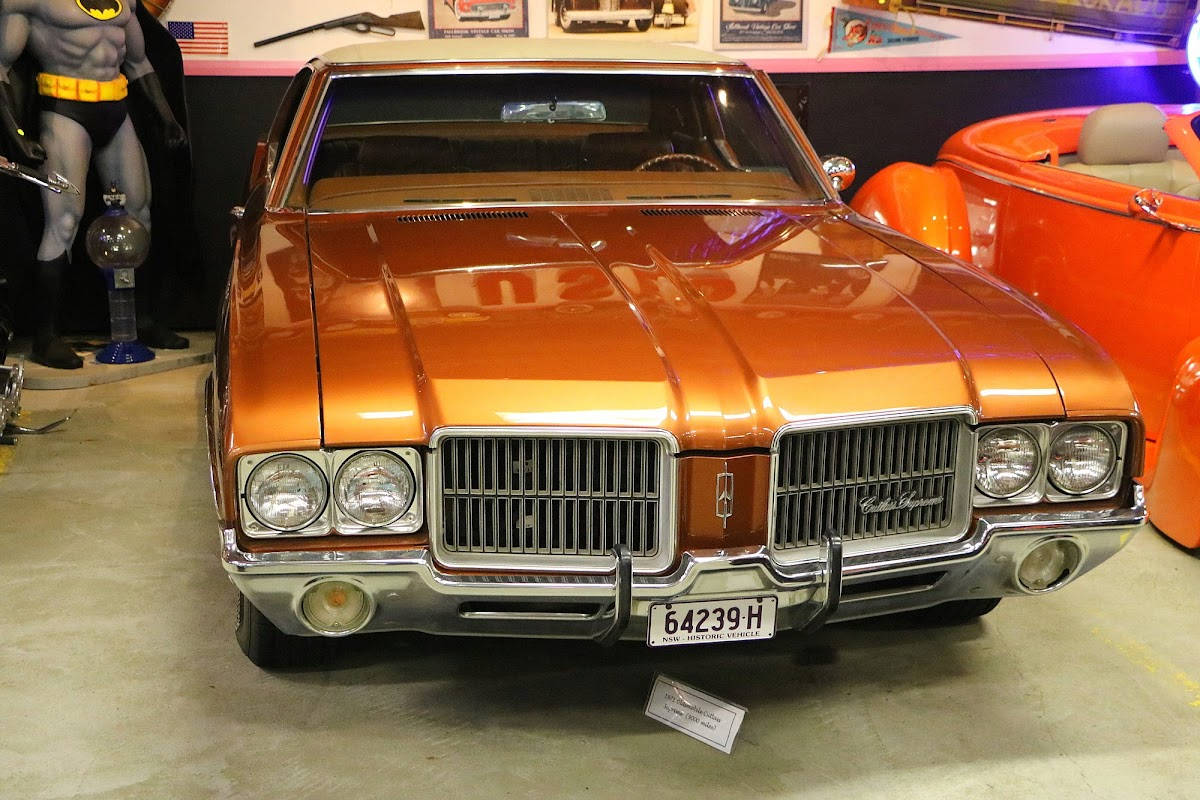1971 Oldsmobile Cutlass Supreme (02).jpg