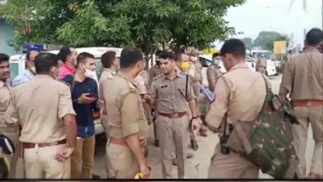 बदमाशों को पकड़ने गयी पुलिस टीम पर फायरिंग, आठ पुलिसकर्मी शहीद, छह घायल