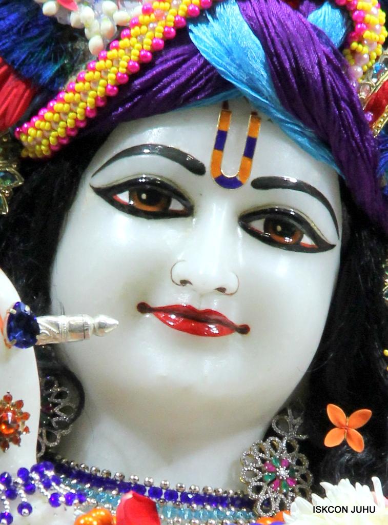 ISKCON Juhu Sringar Deity Darshan on 19th Oct 2016 (19)