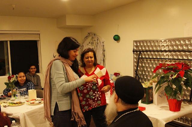Servants Christmas Gift Exchange - _MG_0806.JPG