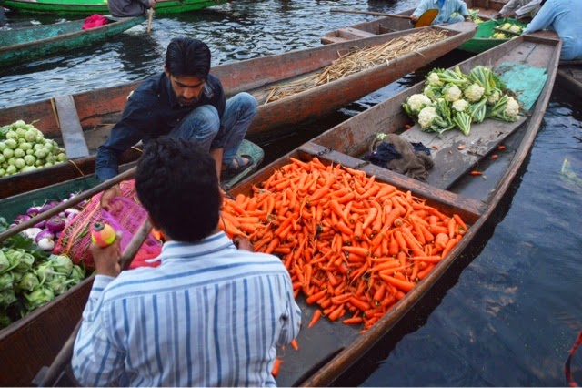 srinagar floating vegetable and flower market dal lake