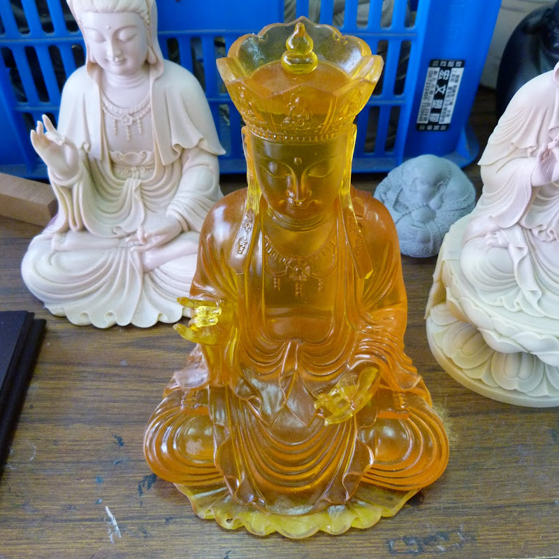 Puli. Divers et Golden Buddha.J 12 - P1170435.JPG