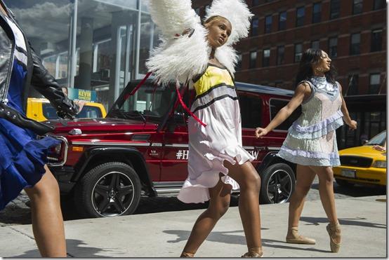 Mercedes-Benz & le ballerine di Hiplet™ a New York (1)