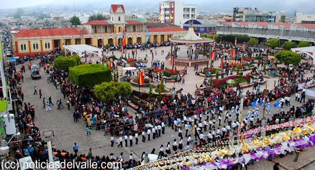Desfile inaugural de Feria Shekana 2014