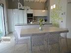 Casa a Filago  Bergamo, cucina Snaidero modello Way con tavolo Lago modello Air, sedie Kartell modello Ami Ami.jpg