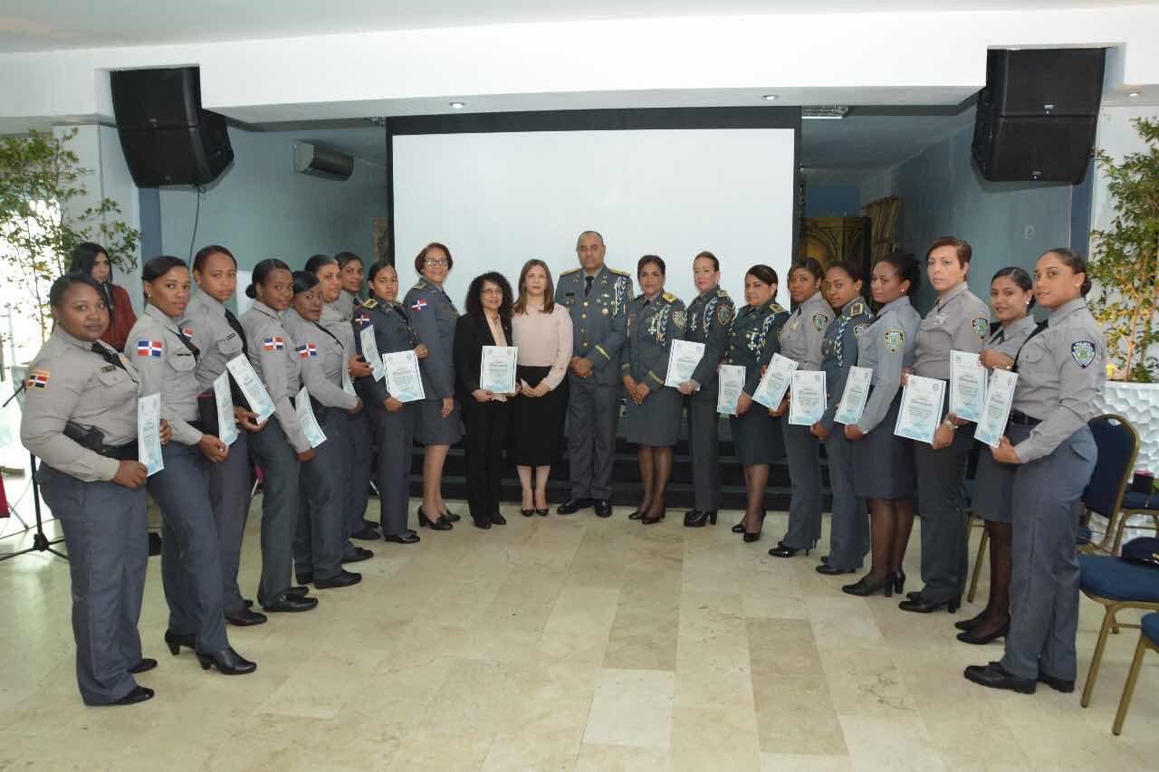 Policía Nacional reconoce a mujeres agentes por Día Internacional de la Mujer