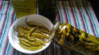 http://recetecum.blogspot.com.es/2015/10/guindillas-verdes-confitadas-en-el-horno.html