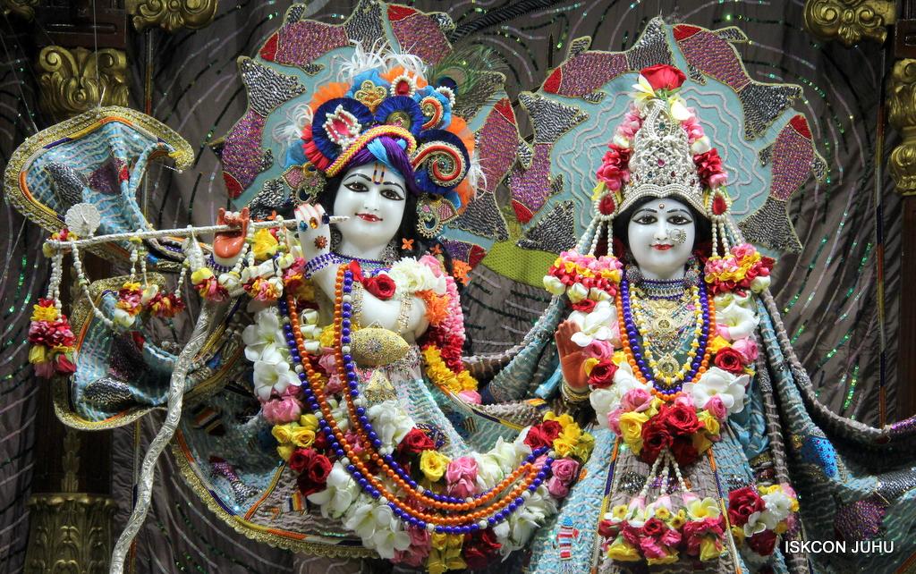 ISKCON Juhu Sringar Deity Darshan on 19th Oct 2016 (11)