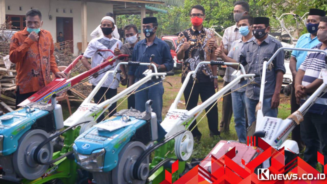 Peduli Kesejahteraan Petani, ASA Serahkan  Hand Traktor Kepada Kelompok Tani