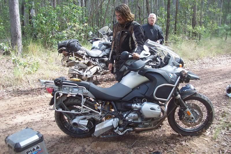 Hang loat xe moto cua BMW bi gay chang ba - 7