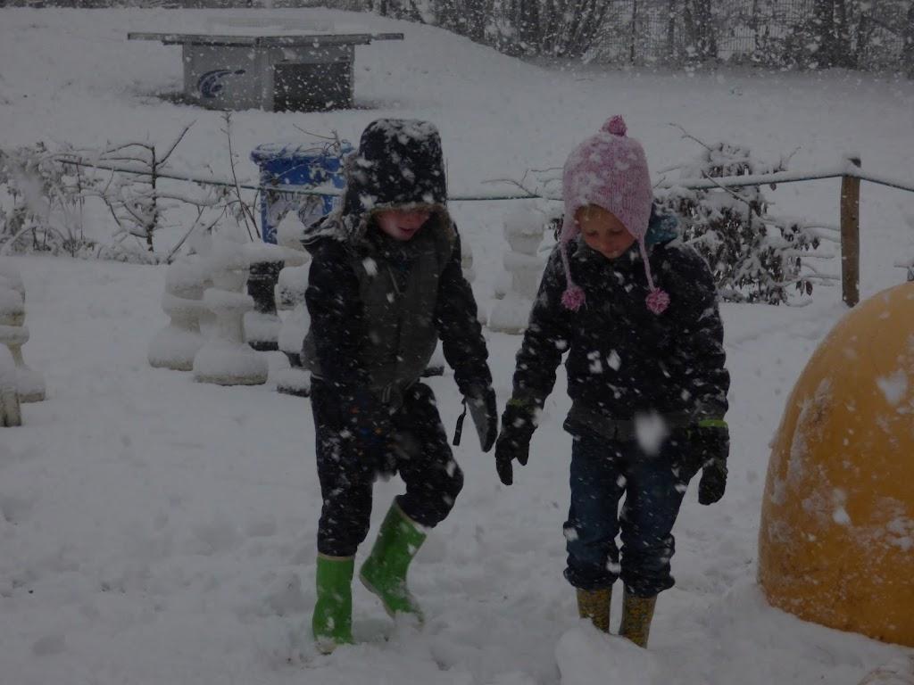 Spelen in de sneeuw - P1060671.JPG