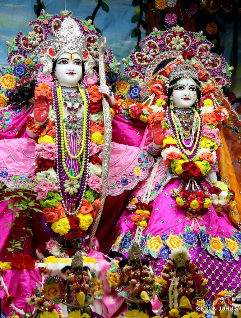 ISKCON Juhu Sringar Deity Darshan on 29th Sep 2016 (46)