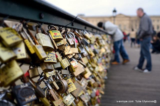 Замки любви на мосту Искусств