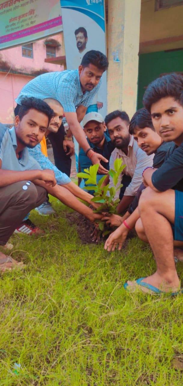 पौधा लगा कर मना प्रदेश सचिव का जन्मदिन
