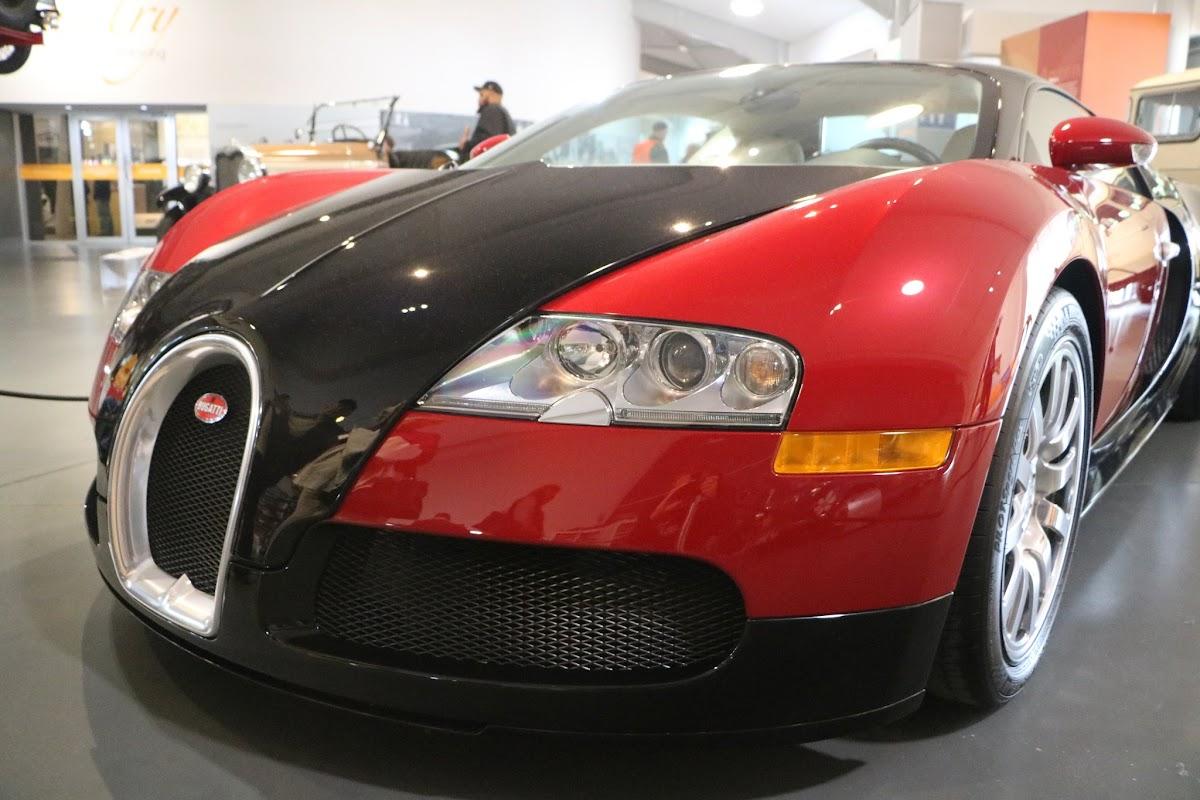Jaguar_National_Rally_2018-04-14_0003 - Bugatti-Veyron.JPG