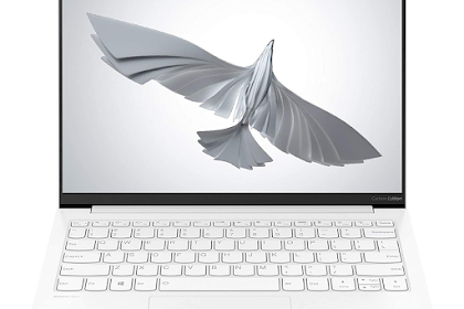 Lenovo Yoga Slim 7 Carbon 11th Gen Intel Core i7 13.3-inch QHD IPS Ultra-Light & Thin Laptop | 82EV003WIN