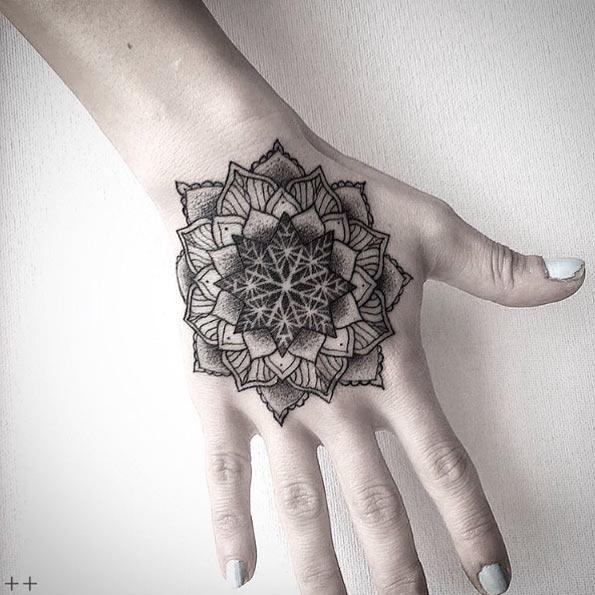 este_dotwork_tatuagem_de_mandala