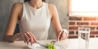 Apakah penyebab gangguan makanan sering terjadi pada remaja?