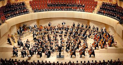 Photo: Sinfoniekonzert mit den Essener Philharmonikern in der Philharmonie am 10.04.2008Alexandra Petersamer, MezzosopranKinderchor des Philharmonischen Chores EssenExtrachor des Aalto-Theaters (Frauenchor)Alexander Eberle, ChoreinstudierungEssener PhilharmonikerStefan Soltesz, DirigentGustav Mahler Sinfonie Nr. 3 d-Moll photo: frank vinken / waz