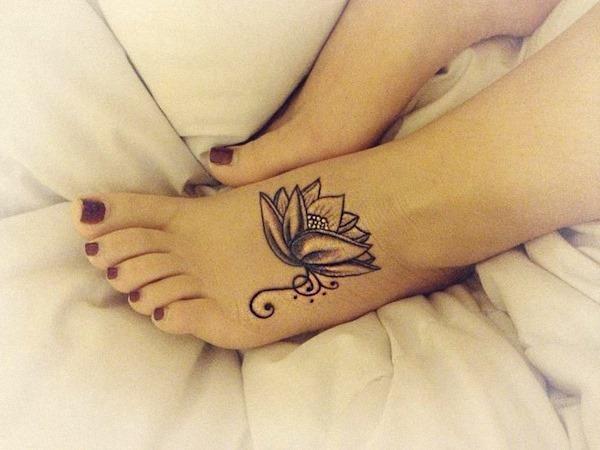 simples_sensaço_de_tatuagem_de_flor_de_ltus