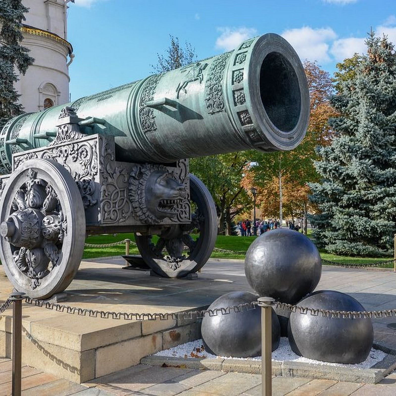 The Cannon And The Bell: The Tsars of Moscow Kremlin