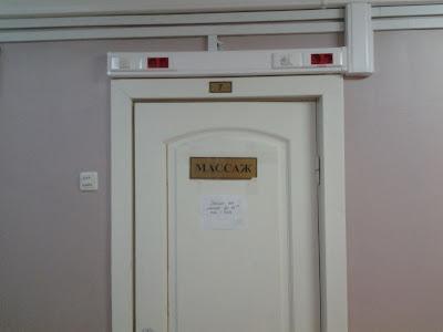 Розетки над дверью кабинета