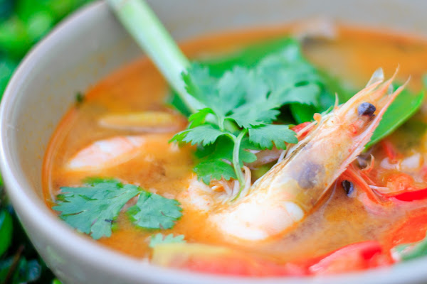Learn how to cook spicy prawn soup (Tom Yam Gung)