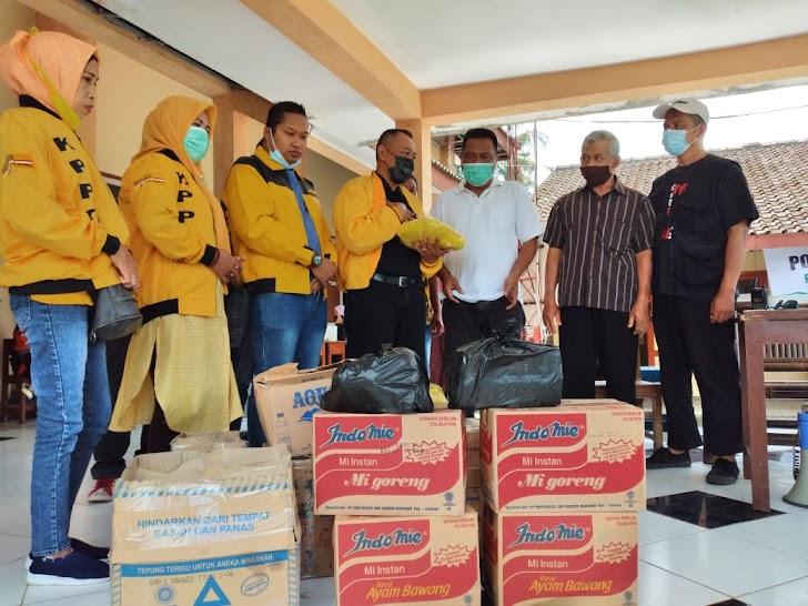 Golkar Kota Yogya Berikan Bantuan Pengungsi Merapi