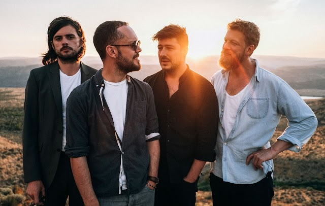 """MUMFORD & SONS LANÇA O EP """"DELTA TOUR EP"""" EM TODOS OS APLICATIVOS DE MÚSICA"""