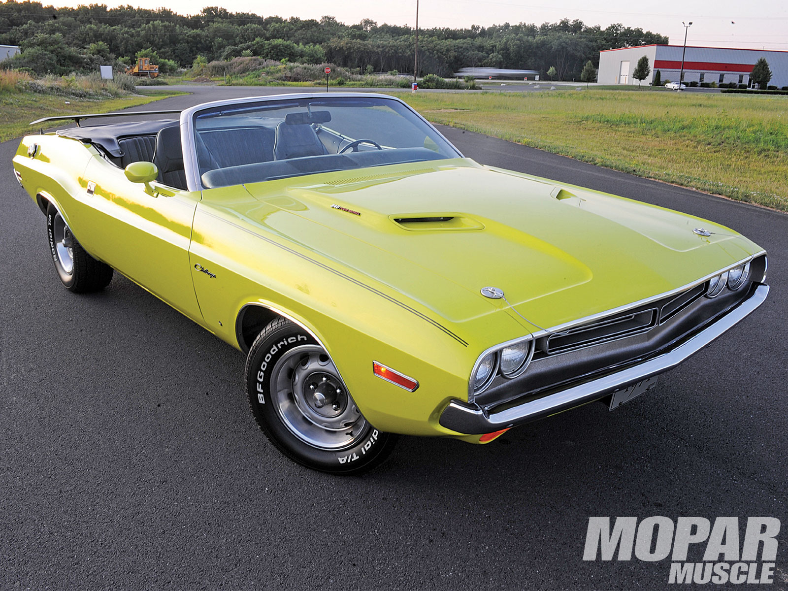 Muscle Car Dodge Challenger R/T 1971 with Convertible Version ...