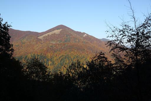 Magura cez dolinu Bystrička