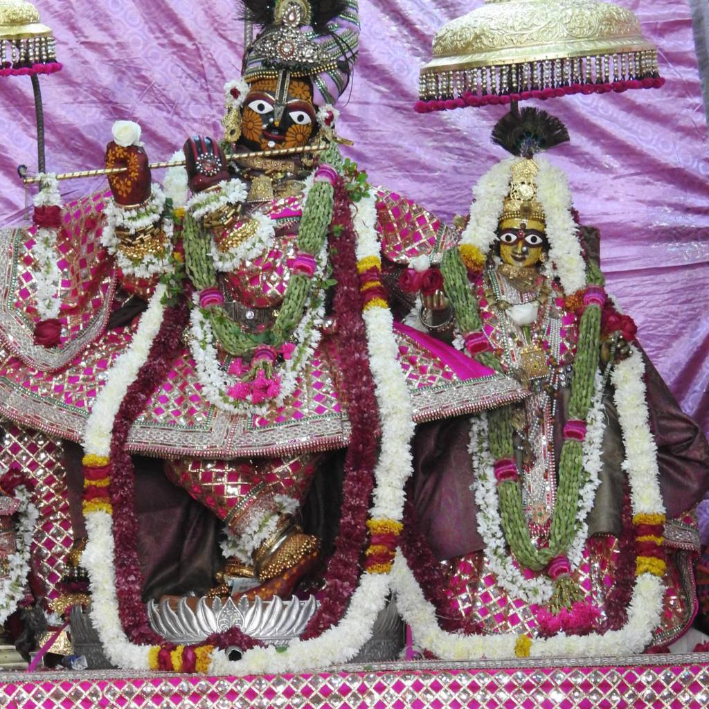 Radha Govind Devji Deity Darshan 20 Dec 2015 (2)