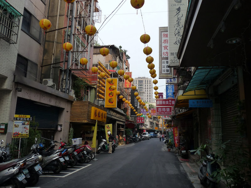 TAIWAN . Taipei De Shandao Temple jusqu à T 101 à pied... - P1160327.JPG