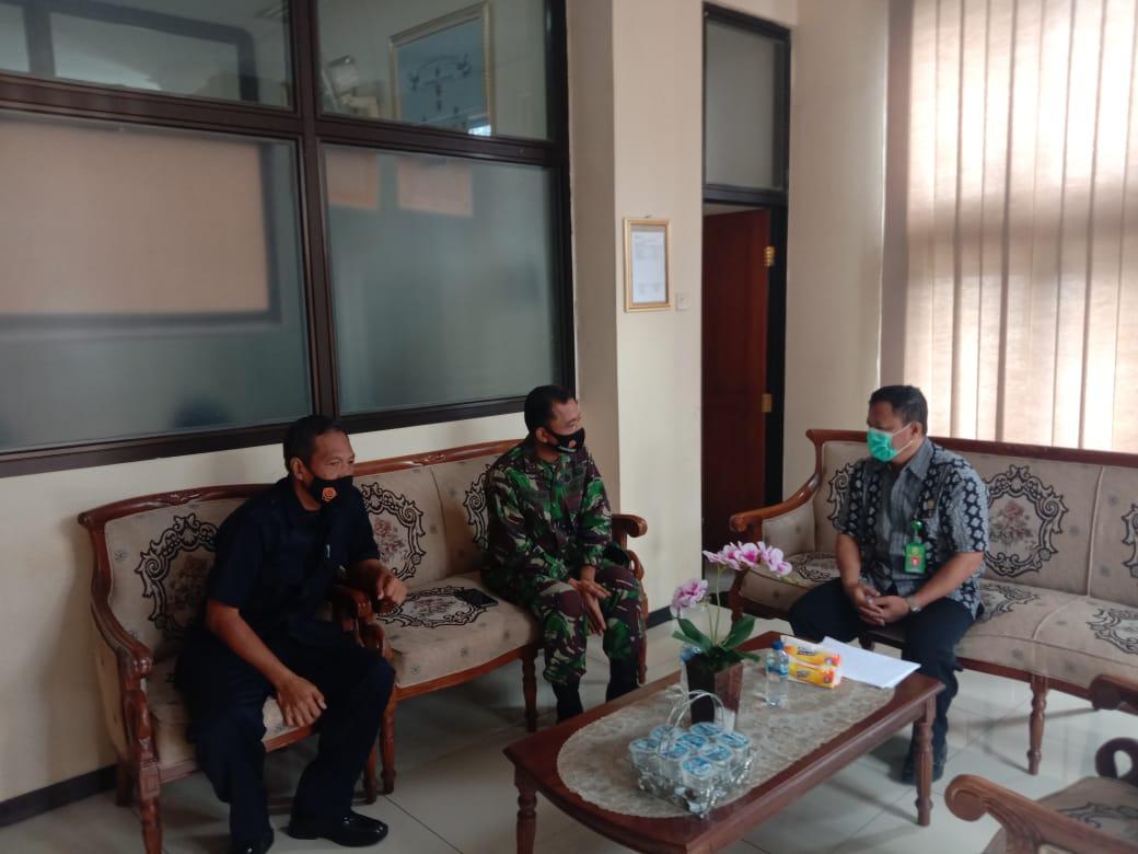 Danramil 03 Serengan Ajak Wakil Ketua Pengadilan Agama Surakarta Sosialisasikan PPKM
